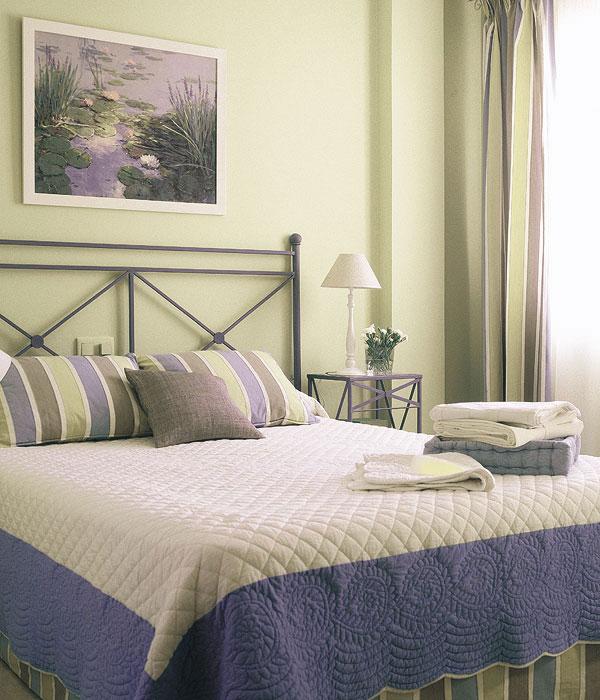 Спокойный сюжет для интерьера спальни